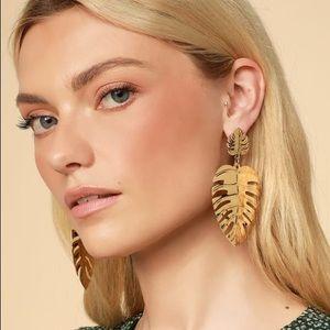 🆕 Gold Statement Leaf Earrings